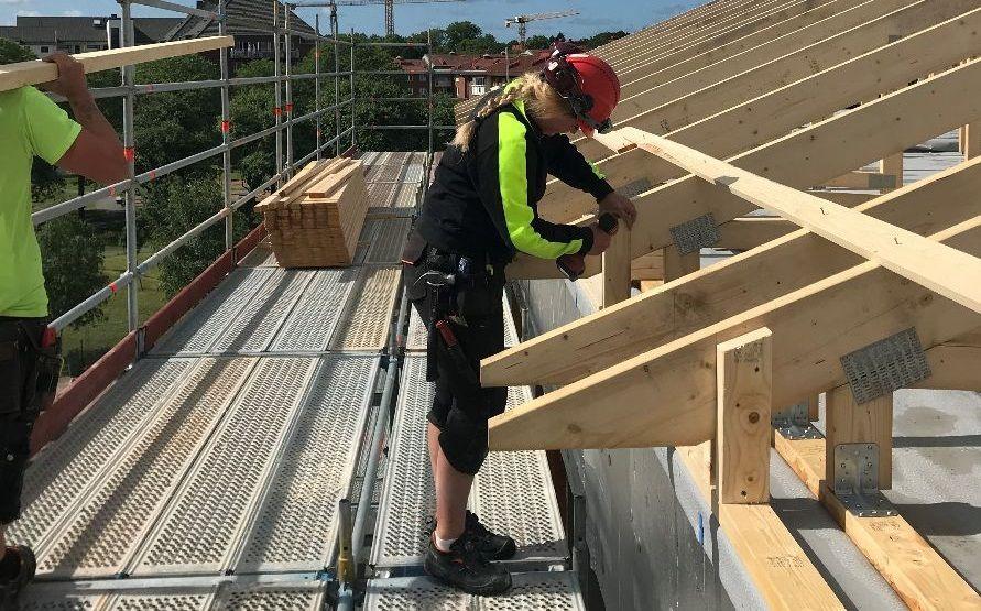 En jämställd och inkluderande byggarbetsplats är nyckeln för att attrahera arbetskraft till byggbranschen.