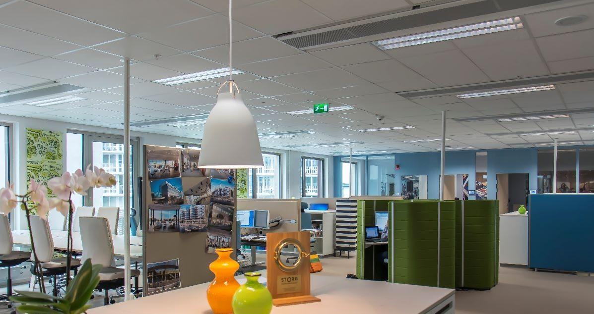 Effektivare kylning med självverkande kylbafflar i Skanskas huvudkontor Entre Lindhagen.