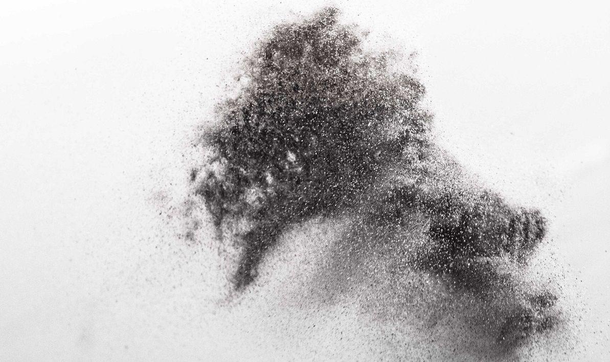 Exponering för kvartshaltigt damm är vanligt på byggarbetsplatser. Kvarts ingår i det damm som bildas vid bearbetning av sten och betong. Arbetsmiljöverkets föreskrifter AFS 2015:2 Kvarts - stendamm i arbetsmiljön gör det möjligt att använda så kallade referensmätningar som underlag för riskbedömning av exponering för kvarts i arbetsmiljön.